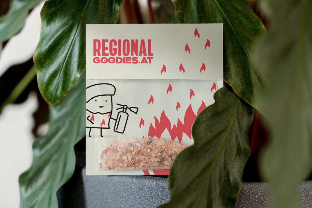 Chiligeschenk RegionalGoodies Juliberg zwischen Blättern